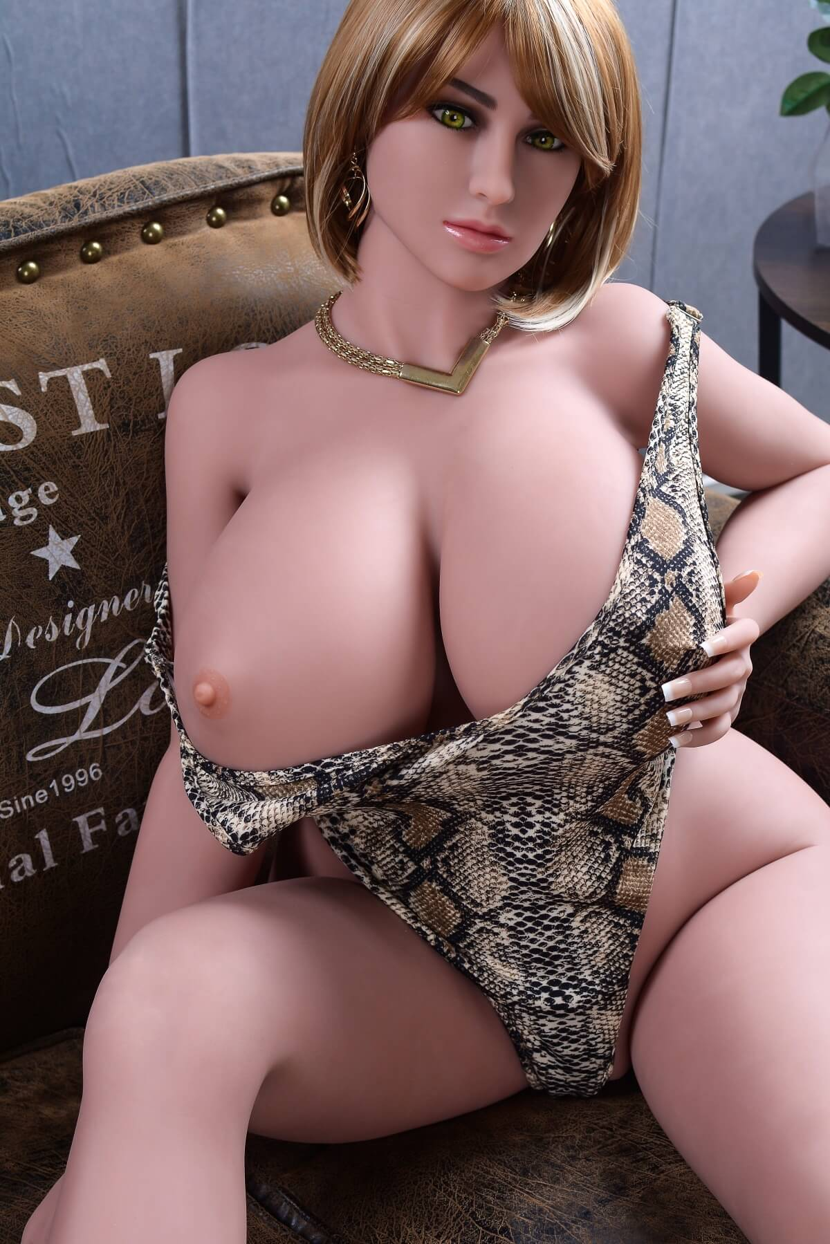 Obrovská prsa BBW Sex Doll