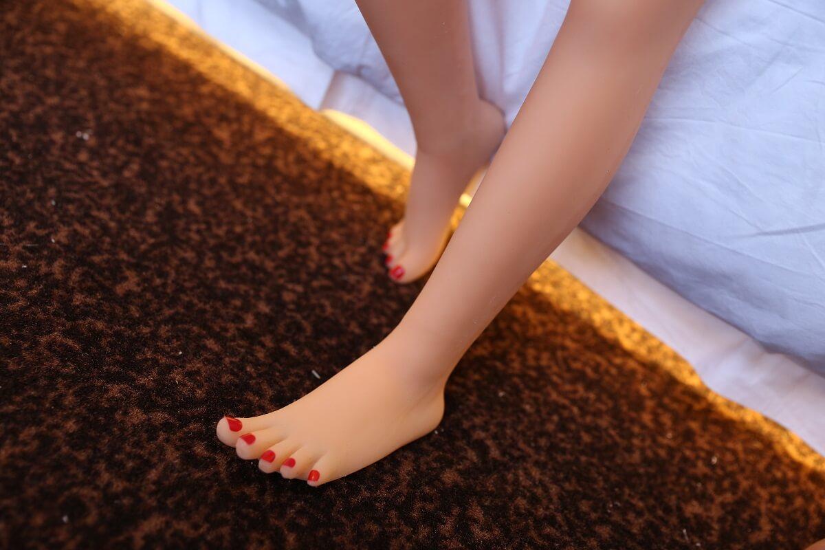 mini sekspop met platte bovenlijf